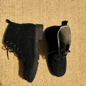 Women's H&M DIVIDED black faux suede boots